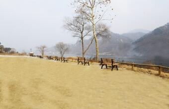 북한강이 흐르는 산책공간 입니다